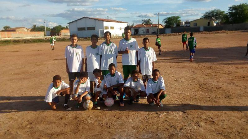 Escolinha de futebol do BTN III muda a perspectiva de vida de crianças carentes