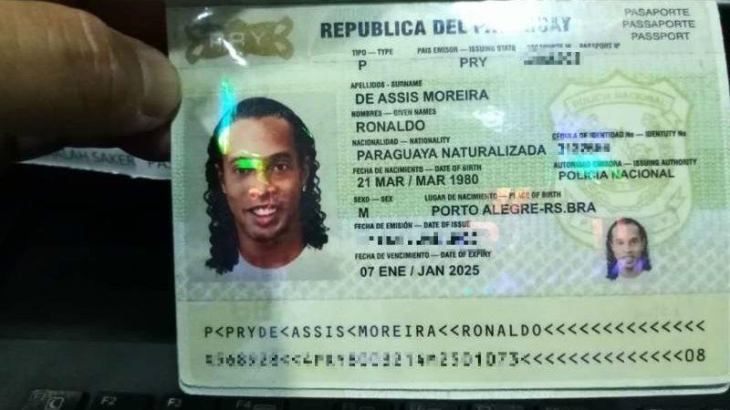 Ronaldinho Gaúcho usa documento falso e é preso no Paraguai