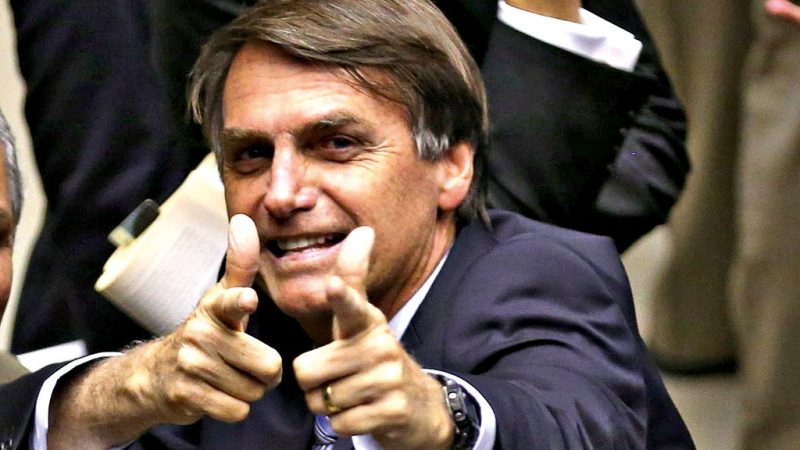 'E daí?', indaga Bolsonaro em resposta a comentário sobre indicação de amigo do filho à PF