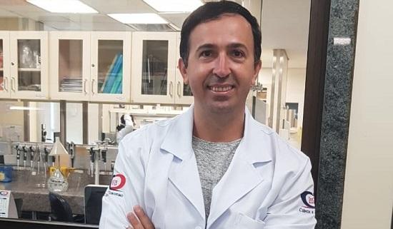 Biólogo do sertão baiano lidera pesquisa de vacina contra Covid-19; conheça