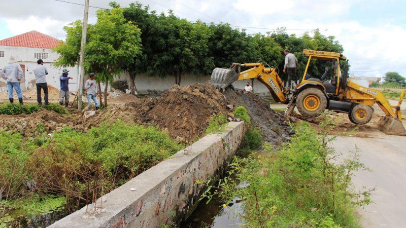 Substituição de manilhas melhora saneamento e drenagem no Clériston Andrade