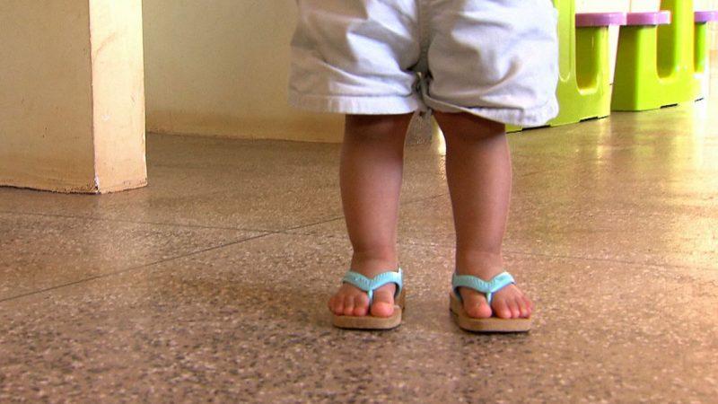 Família contaminada pela Covid-19 tenta contratar babá que já foi infectada