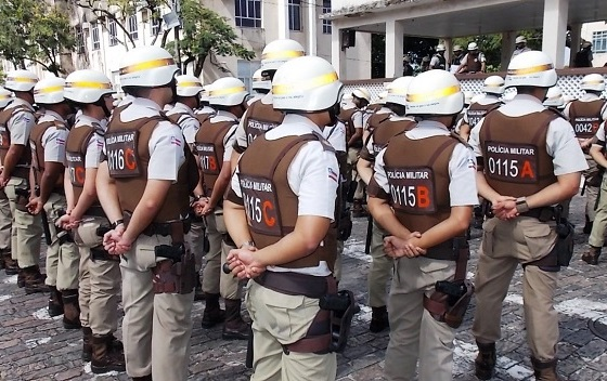 Policiais suspeitos de extorsão e extermínio são alvos de busca e apreensão na Bahia