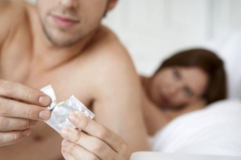 Homem é condenado a 4 anos de prisão por furar preservativos que usava com parceira