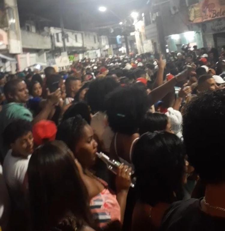 Polícia encerra 'festa paredão' com cerca três mil pessoas em Salvador