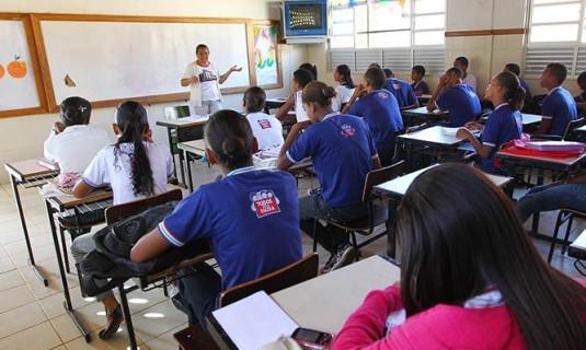 Estado anuncia férias coletivas para professores da rede estadual a partir de terça