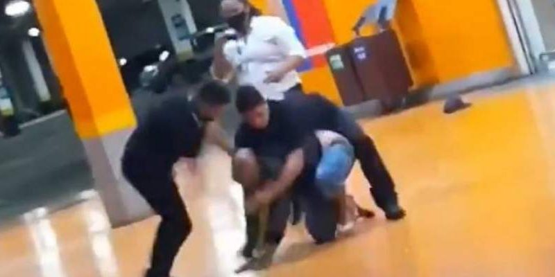 Homem negro morre após ser espancado por seguranças do Carrefour em Porto Alegre