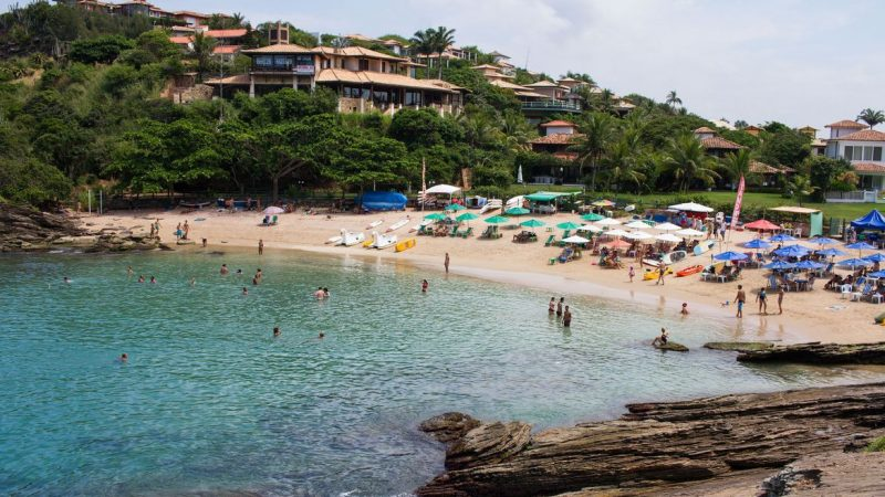 Justiça do Rio determina fechamento de hotéis e praias de Búzios