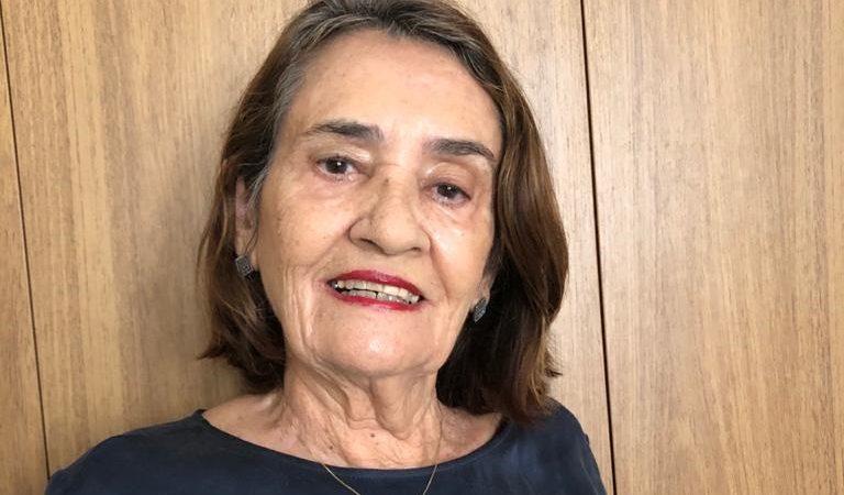 Dona Didi, esposa de Luiz de Deus, segue em isolamento domiciliar e sem complicações em seu quadro de saúde
