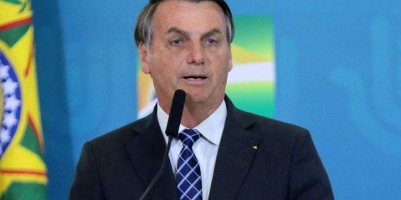"""Bolsonaro volta a criticar vacinas: """"Você não pode aplicar qualquer coisa no povo"""""""