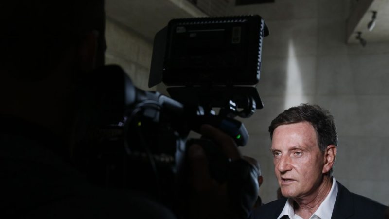 Prefeito do Rio, Marcelo Crivella, é detido e levado a Cidade da Policia no Rio