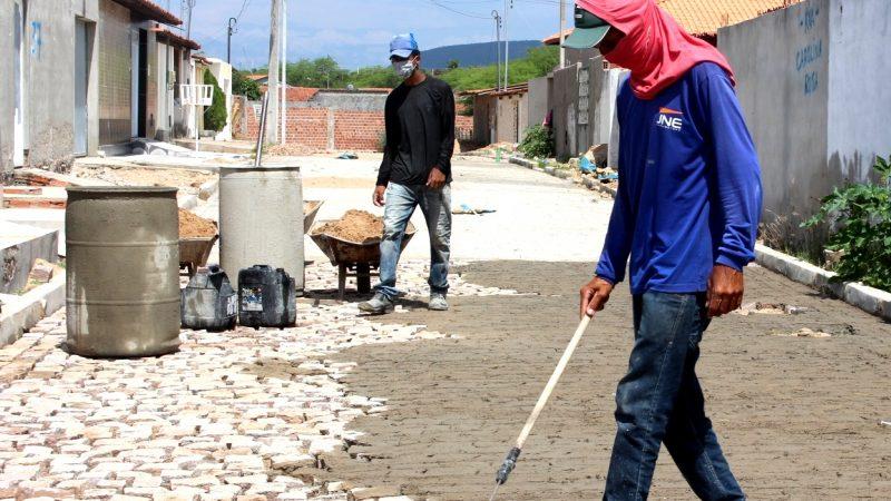Obras de pavimentação estão sendo realizadas na Vila Moxotó, Centenário e Sal Torrado