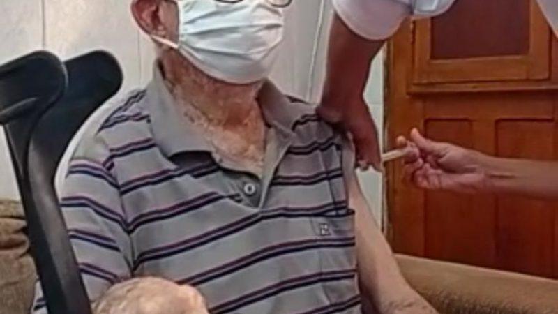 Vacinação de idosos a partir de 90 anos é iniciada em Paulo Afonso